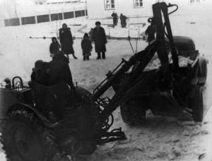 Татьяна Тимофеева-Во дворе, на снегу