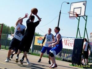Уличный баскетбол.